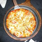 同じ石窯料理のせいか、ピザも生地がサクサクしてておいいしい。
