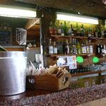 スキー場のカフェにはシャンパンもありますよ。