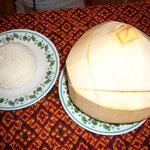 yukazoは、カンボジア名物=amok。ココナッツのポットを開けると。。。