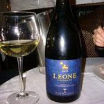 ギャルソンおススメのシチリア産白ワイン。ハニーの香りがして、高級ワインみたいな美味しさでした!