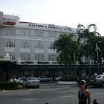 スエズ運河以東で最高と言われるEastern&Oriental Hotel。