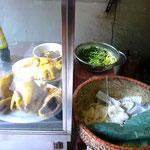 材料たち。新鮮な野菜にしっかりとったチキンスープ。当然美味しい!
