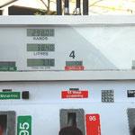 ガソリン代はアジアよりもかなり高く、日本よりも少しだけ安いです。