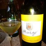 ホテルで教えてもらったレストランは超・満席。もちろんシチリア産の白ワインでスタート。