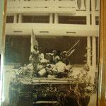 掲揚台に旗を立てたときがサイゴン陥落=ベトナム戦争終結の瞬間。