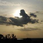 この日は夕日のところだけに雲が。。。残念!