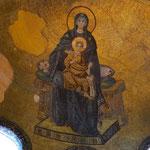 ドーム正面の天井に描かれた絵。これがモザイクだなんて、遠くからでは全くわかりませんでした。