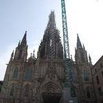バルセロナには、普通のカテドラル(失礼!)もあります。ここも修復工事中。