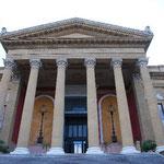 マッシモ劇場。ゴッド・ファーザーPart3でソフィア・コッポラが撃たれた場所。