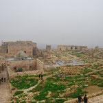 中はかなり広くて、兵舎、牢獄、モスク、宮殿などの後が見られます。