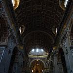 大聖堂の中に入りました。中央の天井です。