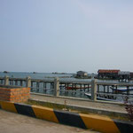 ベラウの空港から船着場まではタクシーで。タクシーのドライバーにボートの手配も頼みます。