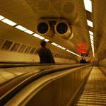 ブダペストの地下鉄は深~い。そして速~い!その速さは香港以上です!!