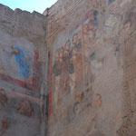 古代の壁画の上にローマの宗教画を描いちゃってます。