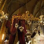 上を見ると、カーテンを持った天使が飛んでいるんですよ~。素敵でしょ~。