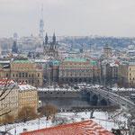 坂道を上って高台に来ました。ここにプラハ城があります。