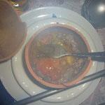 中には肉と野菜がたっぷり。スープはいい味が出ています!