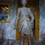 ベトナムのラストエンペラー。この像も目が入っていてリアルです。