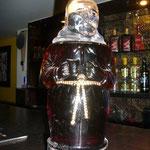 これは「オールド・モンク」というインドのラム。インドはビールの他に、ウイスキー、ラム、ワインの地酒があります。