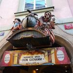 これは人形劇場の看板。