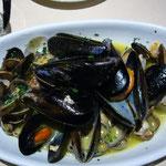 オーナーに聞いたレストランで、ムール貝の白ワイン蒸し。とても美味しい!