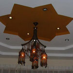 ルクソールのレストラン。向かいのシルバーアクセサリー屋さんが作ったらしい、シャンデリアがきれいです。