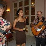弾き語りでチャンチャンを唄ってくれました。キューバのミュージシャンはみんなすごく上手!