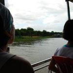 私たちが船に乗ると、なぜかいつも雨が。。。