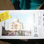 アーグラの遺跡共通入場券は写真入り。これは政府の観光局に納めるお金。黄色い方は個々の入場料も支払います。