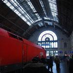 ウィーンから到着した列車です。