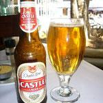 南アのローカルビールは「キャッスル・ビール」。はじめまして。かんぱ~い!
