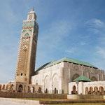 ばばーん!20世紀の終わりにできた、大きなモスクです。1986年に着工、1993年に完成。