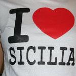 ご当地Tシャツ2枚目はシチリアでゲット。ハートでかすぎ!