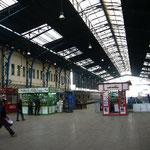 カイロ駅。いい感じの都会の駅です。