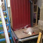 Die Schutzfolie in kleinen Fetzen zu entfernen, war mühsam und führte zu einem Haufen Abfall :-/