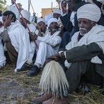 Portrait de prêtres orthodoxes pendant les danses rituelles
