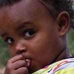 Filette à Axum , nord du pays