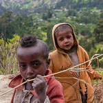 Enfant en campagne au sud de Addis vers Wondo Genet , lac de cratère