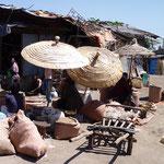 Petit marché vers Dila
