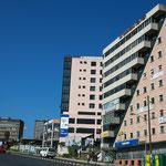 Adis Abeba , la capitale, sur Churchill road, une des grandes avenues de la ville