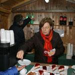 In der dritten Hütte gab es Kaffee, Kuchen, Punsch und diverse Getränke.