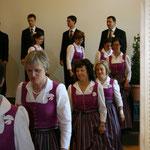 Die von Maßbekleidung Irrmann gefertigten Dirndlkleider kleiden unsere Damen doch ausgezeichnet oder?