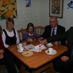 Familie Feichtlbauer mit der Vizebürgermeisterin von Gampern Evelyn Schobesberger (ÖVP)