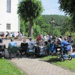 Pfingstausflug vor der Burbacher Kirche 2014