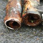 給水パイプが腐食により断裂。激しく漏水しておりました。