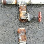 サクション管の腐食による断裂。