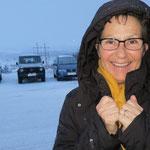 Ein kurzes heftiges Schneegestöber beginnt in Leknes