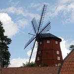 Diese Windmühle befindet sich im Zentrum am Västervikshamnen.
