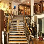 Musikhaus Thomann (Europas größtes Musikhaus), Treppendorf / Gitarrenabteilung - Raumkonzept inkl. Beleuchtung – Mobiliar und Schreinerarbeiten, 2005