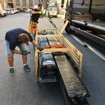1. Schritt: Das Parkett wird für die Anlieferung verpackt